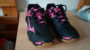 Mizuno Women's Wave Lightning Z Volleyball Shoe, Black/Pink