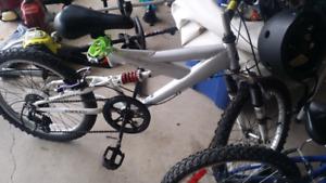 Kids mountain bike 20 inch wheels great shape