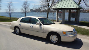 1998 Lincoln Town Car Cartier in Kingston, Ont.