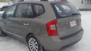 2009 Kia Rondo Minivan,