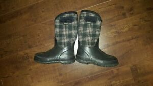 Girls BOGS Boots for Sale Size 1