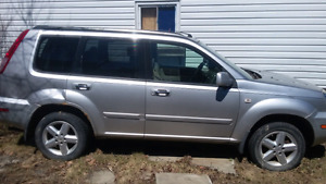Nissan xtrail 1500$ make an offer want gone 4x4