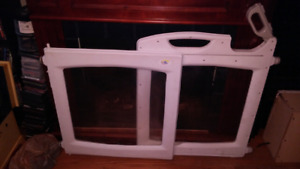 PET BABY GATE ..NOT SUTIBLE FOR BABYS