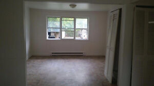 Nice Apartment 4 1/2 at rue Notre dame in longueuil Avail Now!