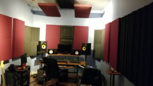 **** RECORDING STUDIO space W/ VOCAL BOOTH for Rent ****