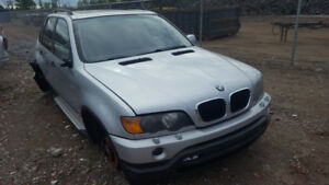 2001 BMW X5 ,  JUST IN FOR PARTS AT PIC N SAVE! WELLAND