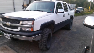 2006 Chevy avalanche lifted offset rims 33s