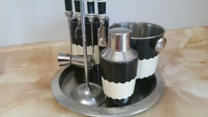 Bar and drink mixing set