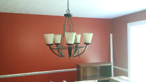 Excellent condition 5 light chandelier in oil rubbed bronze