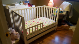 Convertible crib/toddler bed/twin bed with crib mattress