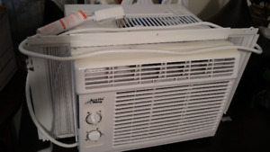 Air climatisé / air conditionning - Arctic King 5000 BTU - 120$