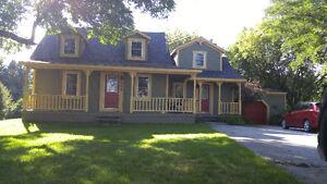 Maison centenaire a vendre superbe maison aucun voisin arriere
