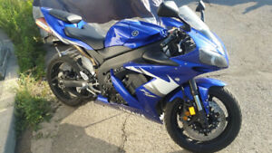 WOW! BEAUTIFUL Well kept R1 with LOW MILEAGE - YAMAHA