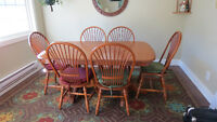 Oak double pedestal table with 8 chairs and 2 leaves