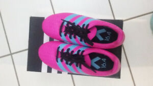 NEUF - Souliers pour filles Soccer/Girls Soccer shoes NEW Adidas