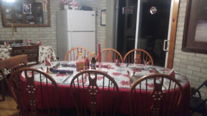Maple Dinning room Table with two leafs and six chairs in Good C