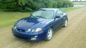 2001 Hyundai Tiburon . 5 speed .