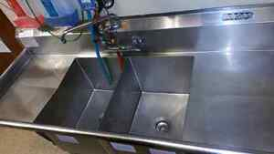 2- Compartment Sink with two side Trays Kingston Kingston Area image 1