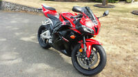 2011 HONDA CBR600RR - LOW KMS