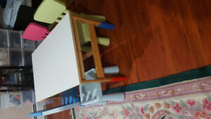 Table avec 4 chaises pour enfants/ Table with 4 chairs for kids
