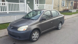 2004 Toyota Echo Berline 1100$ Négociable