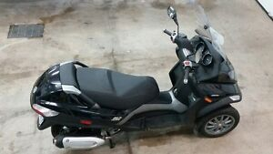 Mint Condition Piaggio MP3 250 Scooter - only 526 km