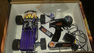 1/18 scale electric 4 wheel drive Dromida monster truck 130obo