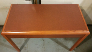 A beautiful cherry red  ( oak ) desk with drawer excellent condi