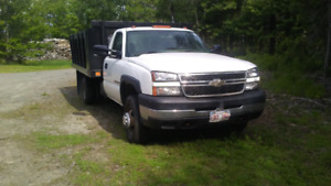 2007 Chev 3500 4x4 with dump