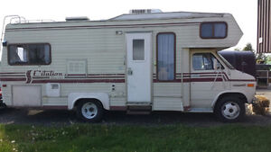 1986 GMC CITATION SUPREME WITH 350 ENGINE V8 CAMPING.