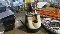 Crown Electric Pallet Jack With Charger Only 50 Hours