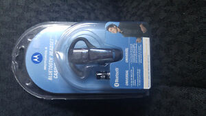 BRAND NEW MOTOROLA BLUETOOTH HEADSET FOR SALE!