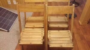 Chaise pliante antique en bois naturel