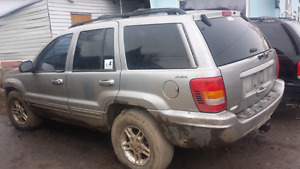 Mud toy/parts truck only. 2000 jeep grand Cherokee 4x4