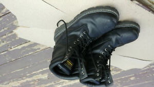 Oil resistant steel toe boots