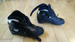 Women's NNN X-Country Ski Boots - Size 9.5 (Eur 40) Rossignol X3