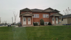 Beautiful 2-bed, Scenic Drive Watford $800+ utilities, avail NOW