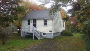 ONE BED PLUS DEN SINGLE FAMILY HOME ON CUL DE SAC IN SPRYFIELD!