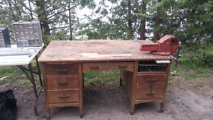 SUPER SOLID WORK BENCH WITH 2 LARGE VICES