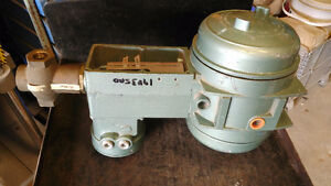 Barton Hydramotor Actuator / Actuateur H10A220B3C2E2F13 120V