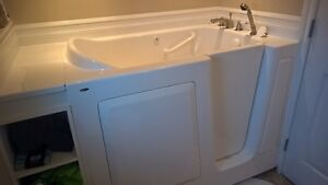 Walk-in bath tub in excellent used condition