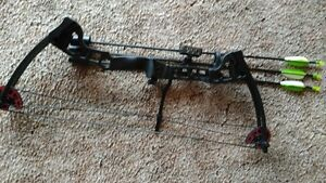 Compound Bow with arm guard and targets Kawartha Lakes Peterborough Area image 1