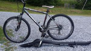 Trek 3500 Mountain Bike 18 inch/46 cm frame with roof rack carri