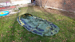 Inflated boat in very good condition for 6 persons