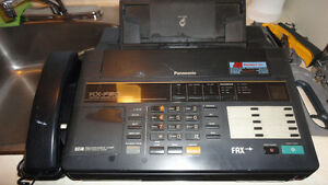 2 fax panasonic +boite pour cassettes video Saguenay Saguenay-Lac-Saint-Jean image 1