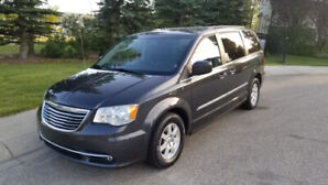 2011 Town & Country LOW KILOMETERS Very Clean