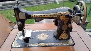 Antique Singer sewing machine West Island Greater Montréal image 1