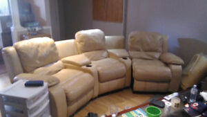 Relining 3 piece couch set for sale, great condition, please