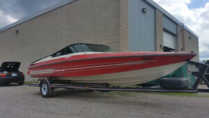 High Preformance Sports Boat 22 ft Peterborough Indy 220