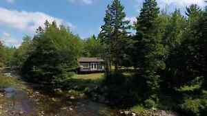 Peaceful waterfront cottage on 20 acre lot, private gated road